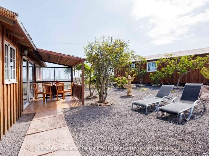 Großer ökologischer Bungalow in Ferienanlage mit Pool und Garten