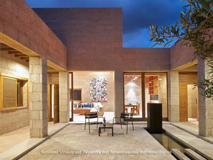 bio ferien architekten haus mit brunnen terrasse und grill. Black Bedroom Furniture Sets. Home Design Ideas
