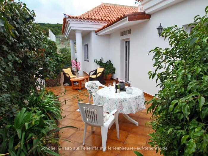 villa auf gro em grundst ck mit mehreren terrassen in el tanque. Black Bedroom Furniture Sets. Home Design Ideas
