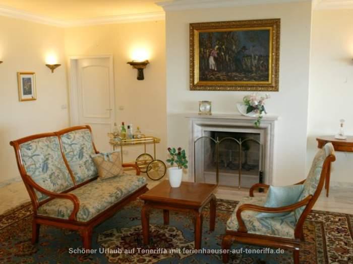 luxus pur ruhige penthousewohnung mit pool und terrasse im s den. Black Bedroom Furniture Sets. Home Design Ideas