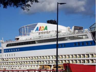 AIDA Kreuzfahrtschiff in Santa Cruz auf Teneriffa